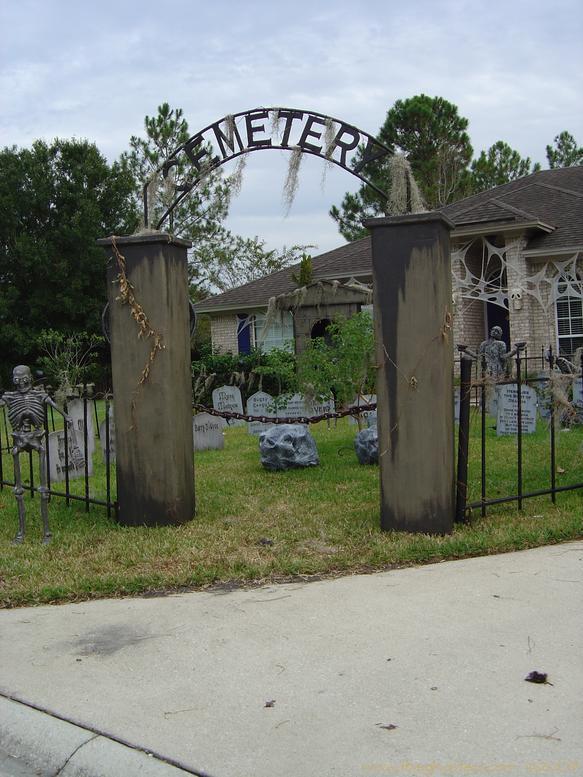 diy halloween graveyard fence