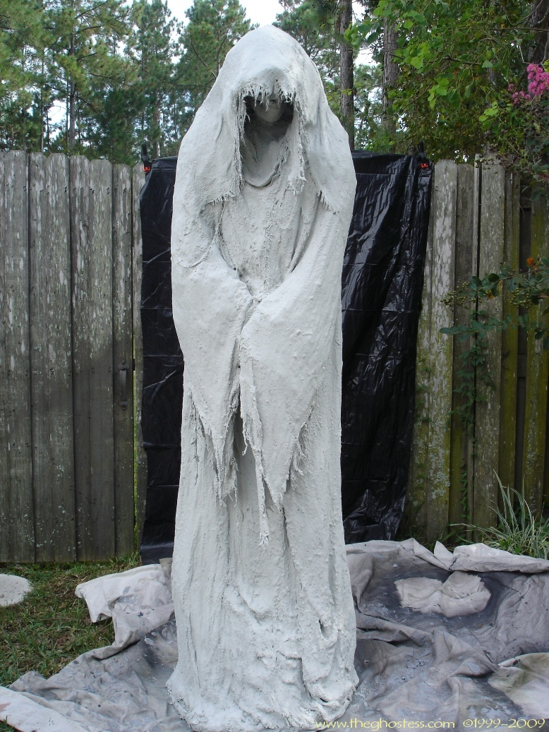 Scary homemade halloween decor - Grimm Monster Mud Reaper